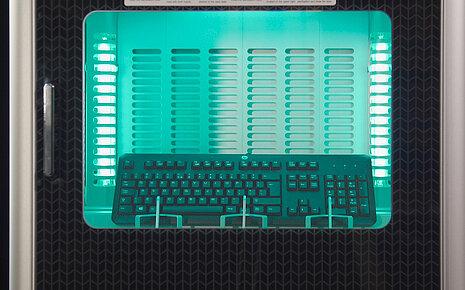 Desinfektion einer PC-Tastatur - Walter Nagel
