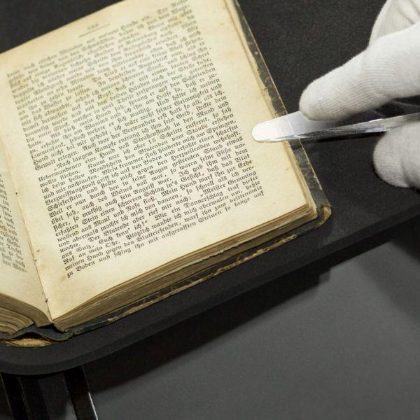 Kunststofffinger für Archivscanner
