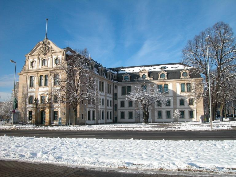 """Außenansicht vom Gebäude """"Am Archiv 1"""" in Hannover (Foto: Frau Dr. Regina Rößner)"""
